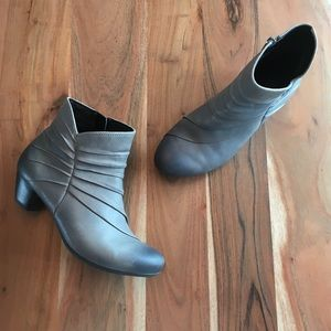 Josef Seibel Ruched Leather Ankle Boots